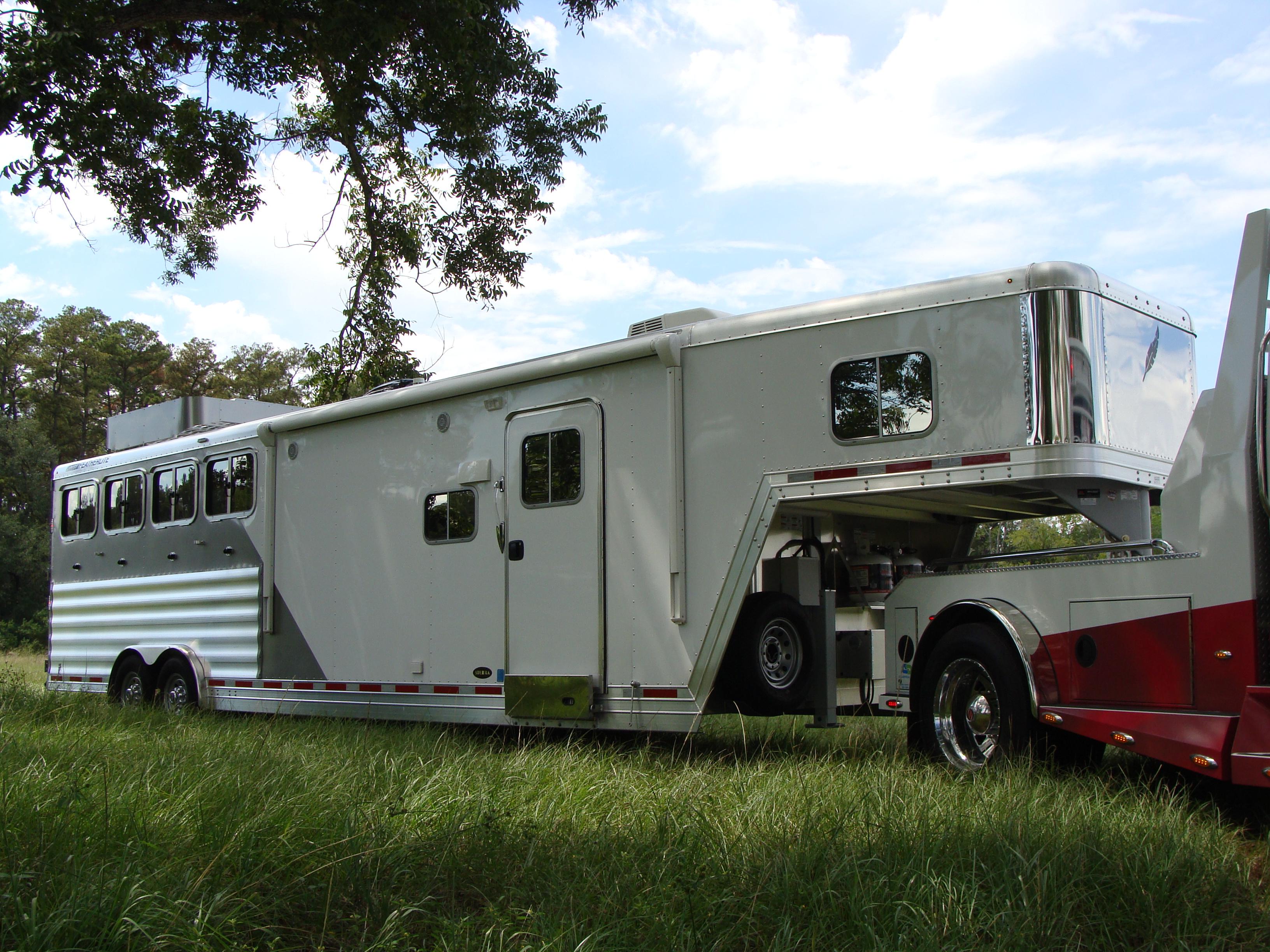 SportChassis-Trucks-FeatherliteTrailers-Horse-Living Quarters-LQ-Texas