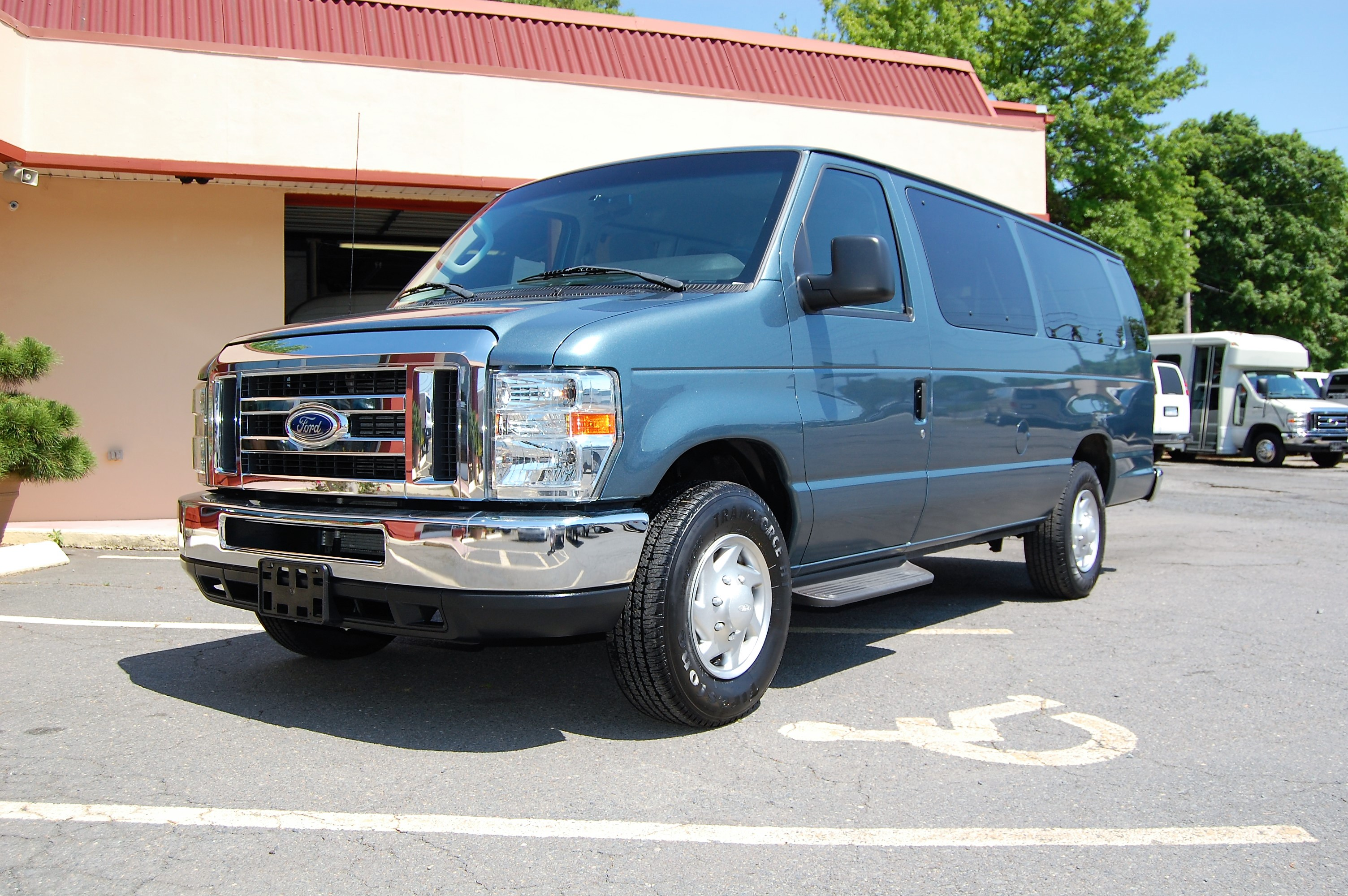 15 passenger vans. Black Bedroom Furniture Sets. Home Design Ideas